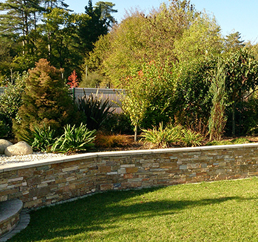 massif parement en pierre paysagiste 44 - octobre 2014